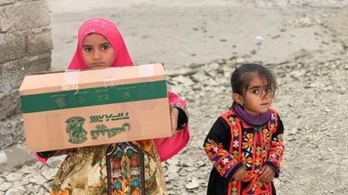 همکاری با سازمان داوطلبان هلال احمر در سیل سیستان و بلوچستان